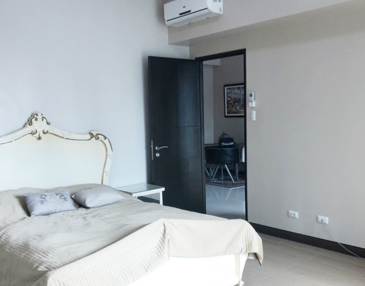 Spacious One Bedroom 1Br Condo with balcony For Rent in 8 Forbestown Road